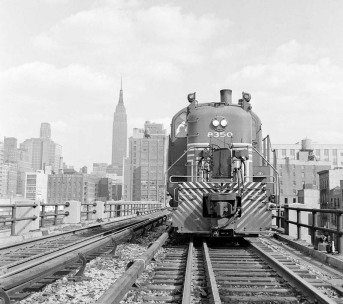 https://twistedsifter.files.wordpress.com/2011/06/train-on-the-high-line-new-york.jpg?w=800&h=710